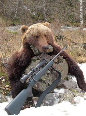 Самоубийца - охотник. Нельзя людям оружие выдавать.