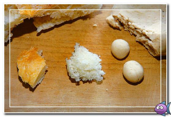 Белые хлебные шарики